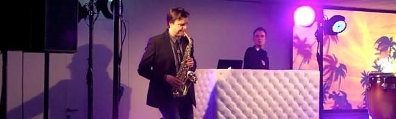 Lounge, achtergrond muziek met DJ en Saxofonist