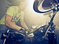 Live House Collective, DJ met Saxofonist, Saxofoon, Sax, Percussie, Percussionist, Drummer, Drums Zangeres en MC. Creëer uw eigen unieke show!